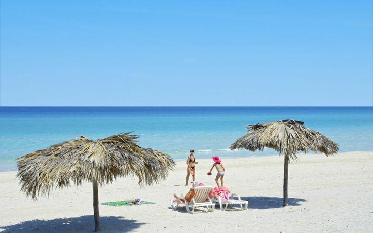 Nyd smukke strande og kolde drinks i varmen på Cuba til vinter. Se mere på http://www.apollorejser.dk/rejser/nord-og-central-amerika/cuba