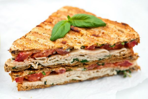 Slanke kalkoen-tomaat tosti ♥ Foodness - good food, top products, great health