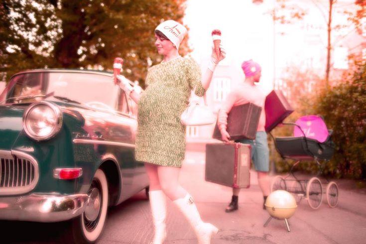 I can have it all!    Rouvan kengät, laukku ja hansikkaat Penny Lane, helmet Hoochie Mama Jane, vaunut Baby Center ja matkalaukut antiikkiliike Fasaani.    Kuva: Muotikuvaaja Liisa Valonen * HÄÄLAHJAKSI ihanat pariskuntapipot osoitteesta www.mewe.fi.