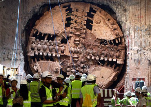 dua terowong berkembar MRT di bawah Jalan Bukit Bintang
