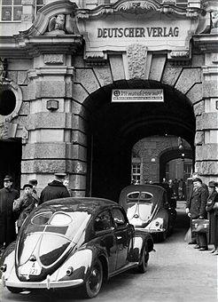 The first KdF-cars arriving at the Deutscher Verlag (former Ullstein) in Berlin - 1939