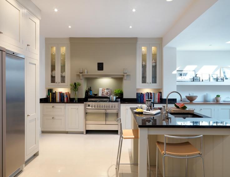 Harvey Jones Shaker kitchen, finished in Farrow  Ball 'Shaded White'.    www.harveyjones.com