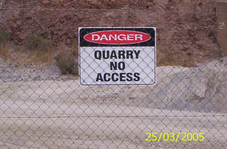 sign leading up to the old quarry