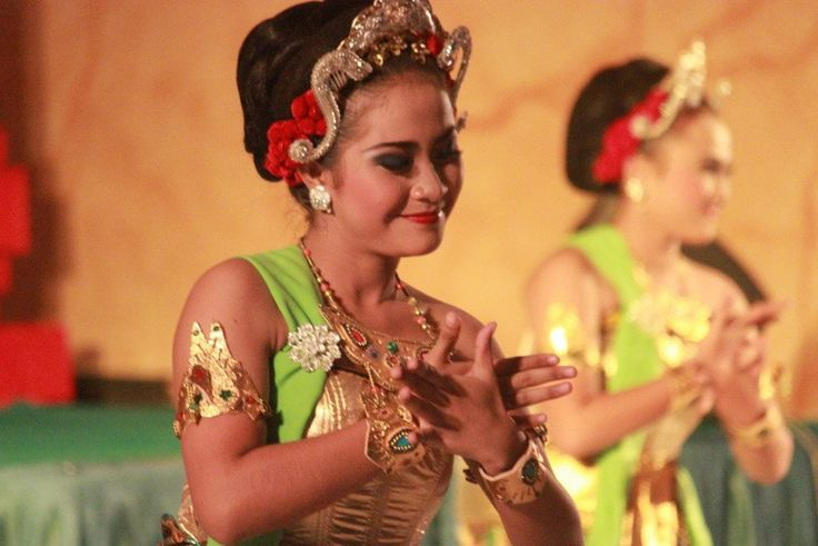 Gambyong - traditional dance of indonesia