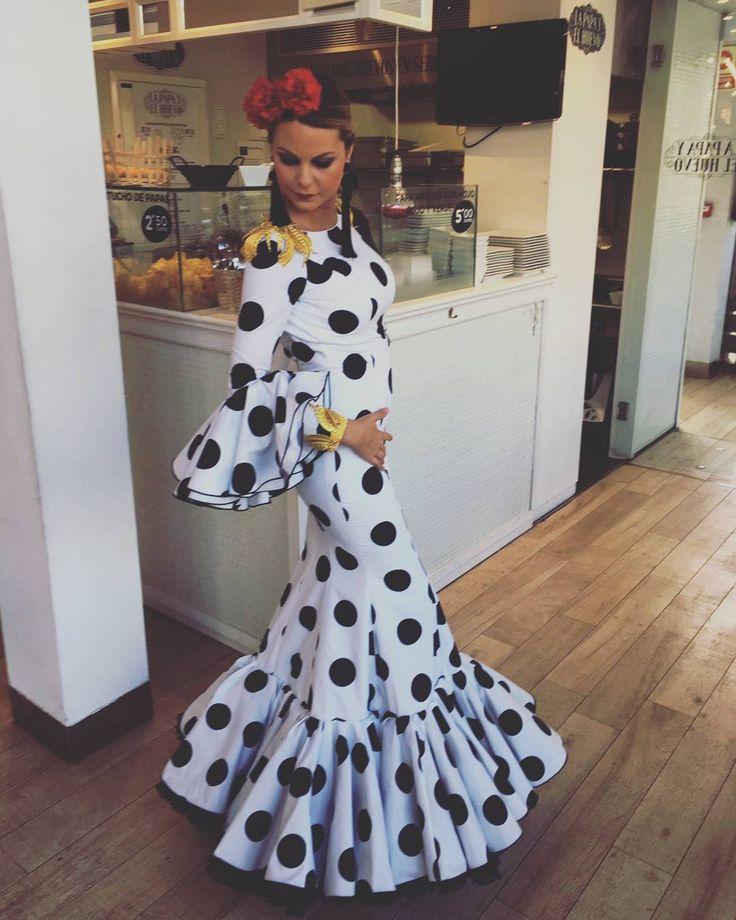 """34 Likes, 1 Comments - andalucia (@moda_andaluza_) on Instagram: """"Esta feria de Sevilla nos ha dejado maravillas cómo esta.... La guapísima @robermudo con un traje…"""""""