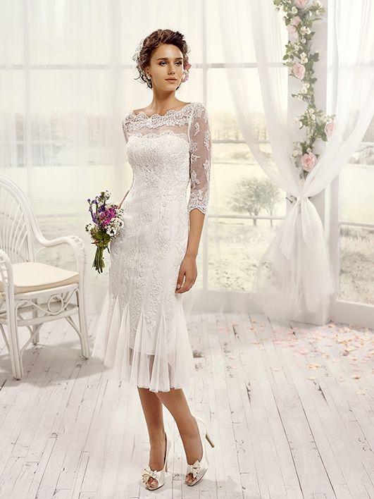 Robes de mariée sur Pronuptia (Mlle Cashemire), collection mademoiselle amour, coupe sirène, décolleté illusion, genoux