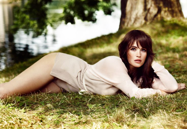 78+ images about Gemma Arterton on Pinterest | Samsung, Gemma arterton ... Red Lipstick Photoshoot