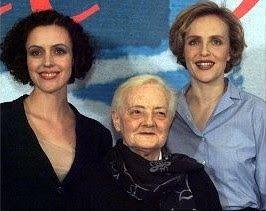 Lilly Wust (Aimée) (1913-2006), con las actrices Juliane Köhler (Lilly-Aimée) y Maria Schrader (Felice Schragenheim-Jaguar), que intertpretaron su historia de amor con Felice (Jaguar) en una película del año 1999.
