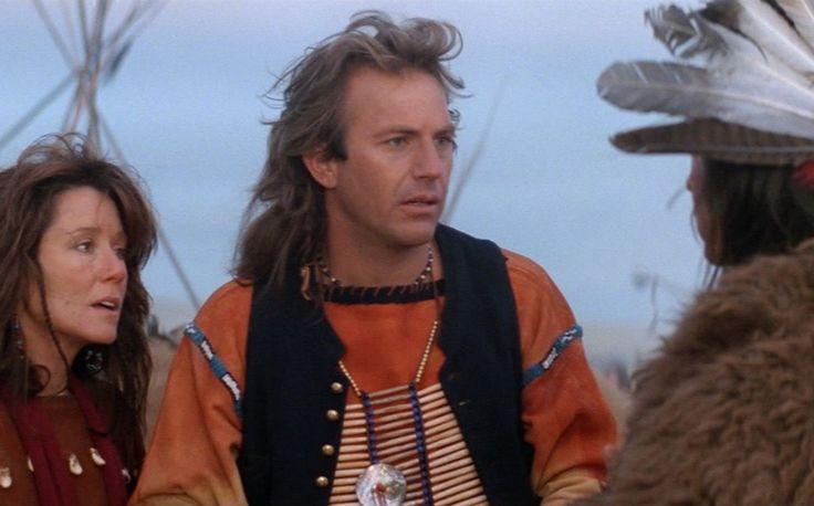 """Damit reiht sich """"Der mit dem Wolf tanzt"""" in die unglückselige Reihe von Filmen ein, in denen fremde, vom Untergang bedrohte Völker sich nicht selbst retten können, sondern erst der weiße Mann aus dem Westen kommen muss. Im Tom-Cruise-Vehikel """"Der letzte Samurai"""" (2003) ist das etwa der Fall, am prominentesten noch in David Leans """"Lawrence von Arabien"""" (1962), der Brite führt hier – wenn auch auf wahren Ereignissen beruhend – die Araber gegen die Türken an, und auch in James Camerons…"""