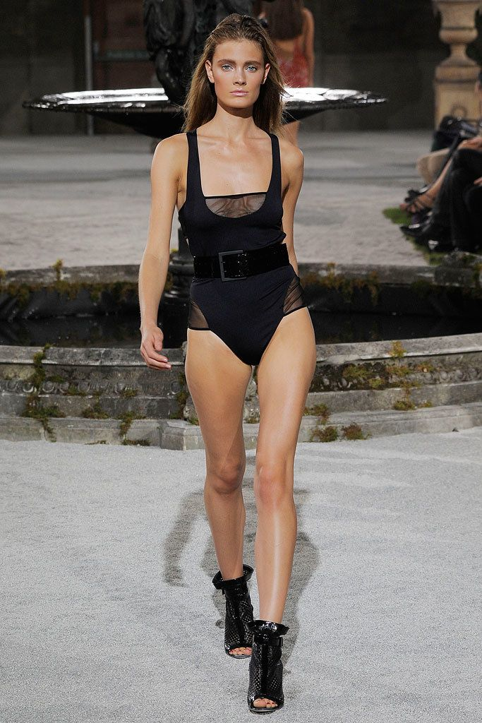 Julien Macdonald Spring 2010 Ready-to-Wear Collection Photos - Vogue