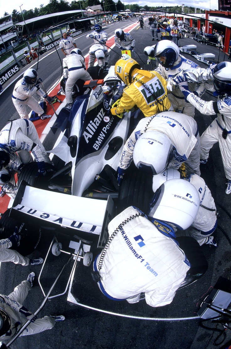 The pit crew at work on Juan Pablo Montoya's FW26 at the 2004 Belgian GP