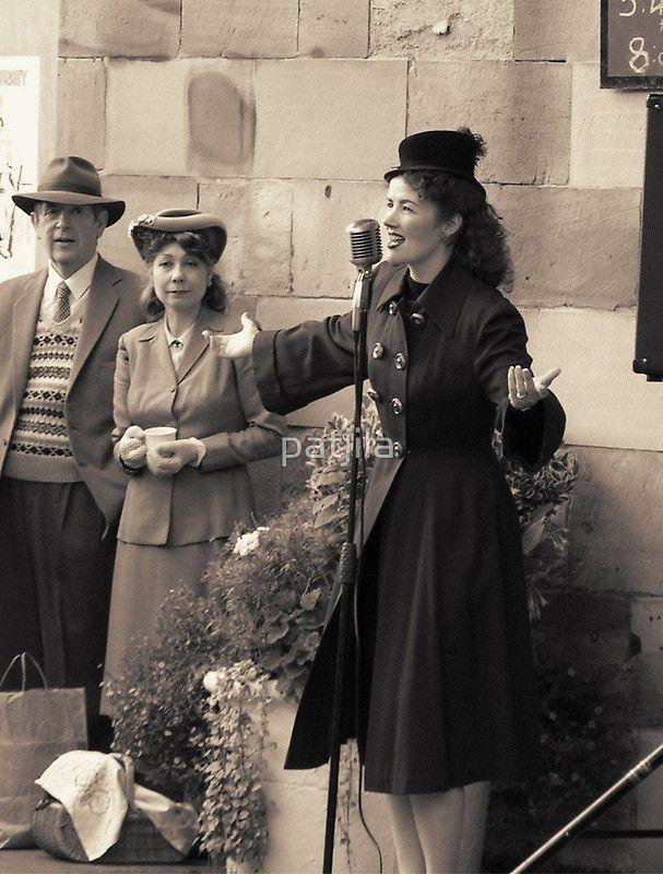 Miss Lola Lamour sings 1940s songs