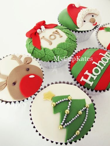 {wreath} Christmas cupcakes 2011 by Mycupkates