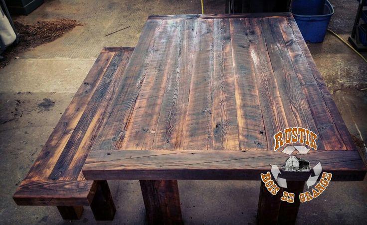Table de cuisine en bois de grange massif. Reclaimed wood table.