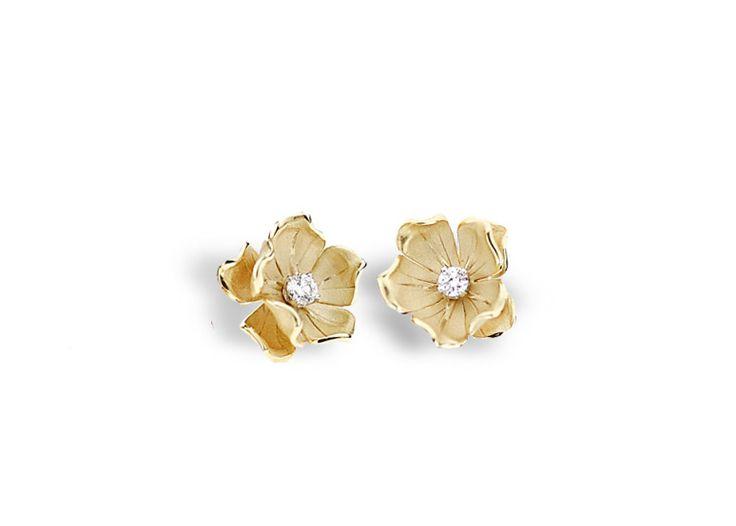 Dorothy Collection  Flower Gold earring with diamonds inspired nature // pendientes flor de oro con diamantes inspirado en la naturaleza www.art-jeweller.com
