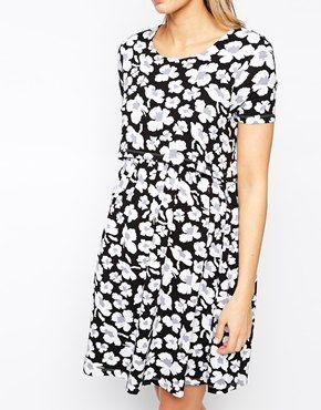 Ingrandisci ASOS Maternity - Vestito per allattamento a pieghe con doppio strato bianco e nero a fiori