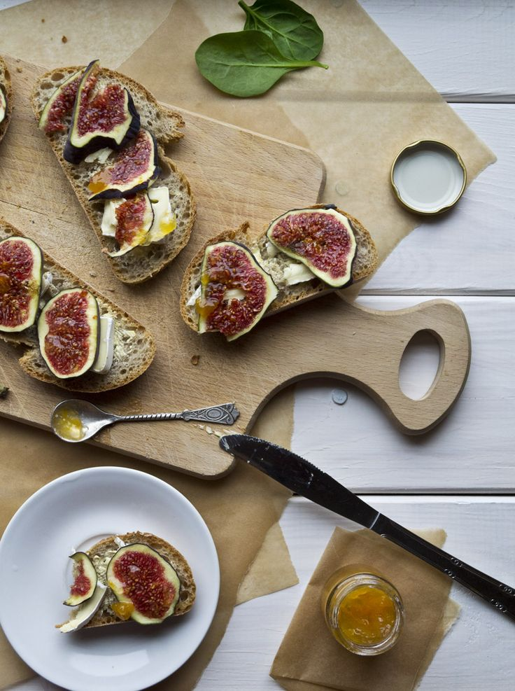 These cheese and fig sandwiches. They look delicious.