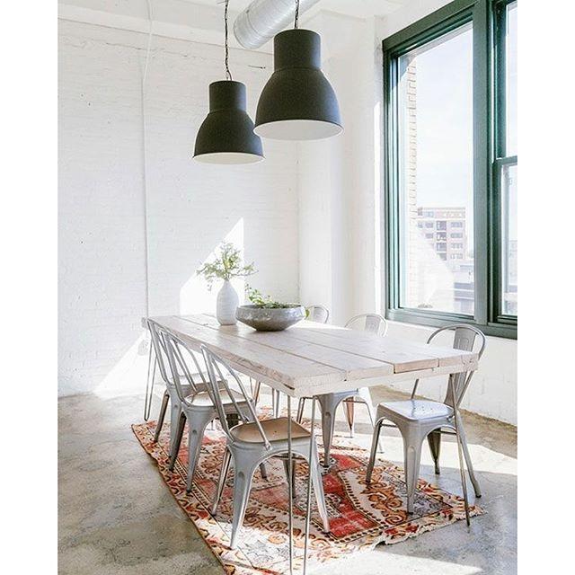 Weet jij van wat deze stoere lampen van zijn? Check het op de blog! #lamp #industrial #industrieel #eetkamer #dining #diningtable #ikea #interior #interieur #interior123 #interior4all #bolig #boligpluss #boligindretning