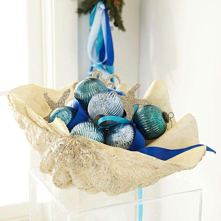 Navidad nautica ideas para darle un acento navideño a las casas de playa. Cómo utilizar caracoles y estrellas de mar para decorar árboles de navidad y más.