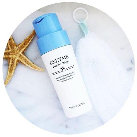 🎉New In 🎉 La poudre nettoyante aux Enzymes de La marque japonaise #tosowoong  est disponible sur www.lanaika.com 😍 ➡️ Elle exfolie la peau et la nettoie en profondeur ➡️ Elle hydrate et préviens les imperfections 💕 à utiliser avec La brosse TOSOWOONG pour 2 fois plus d'efficacité !