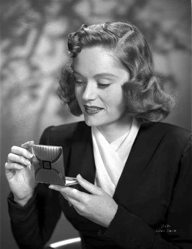 Alexis Smith Looking in a Small Mirror High Quality Photo – Movie Star News