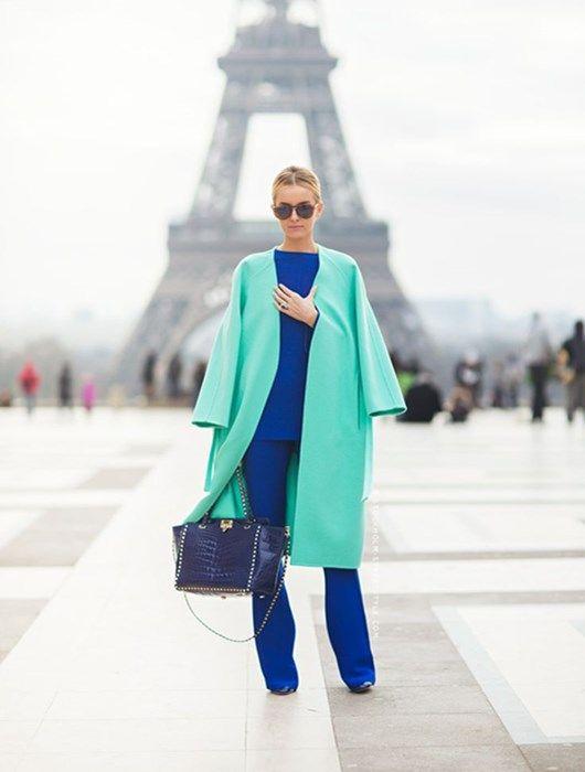 El azul eléctrico promete un verano cargado de looks de alto voltaje