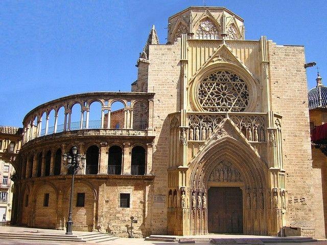 Photo : Cathédrale Sainte Marie de Valence (1),  Lieux de culte, Espagne, Façades, Sculptures, Bâtiments et institutions, Cathédrales, Valence. Toutes les photos de Jean-pierre MARRO sur L'Internaute