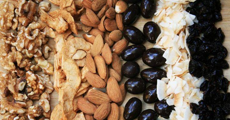 Que ce soit pour une belle randonnée en plein air ou pour un goûter, faire nous-même nos mélanges de noix un plaisir insoupçonné!
