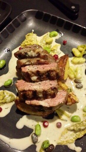 Lamb rostas med savoykål lingon och bönor