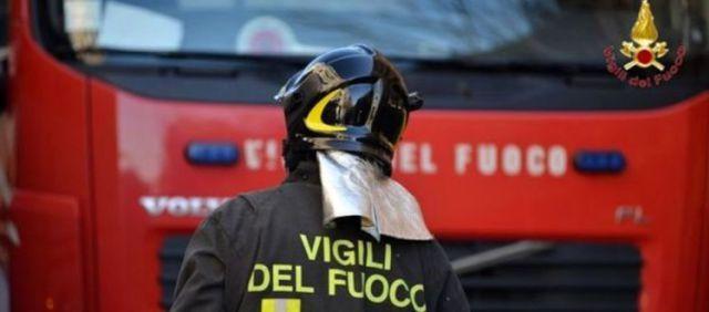 Due operai cadono in una voragine recuperati dai Vigili del fuoco