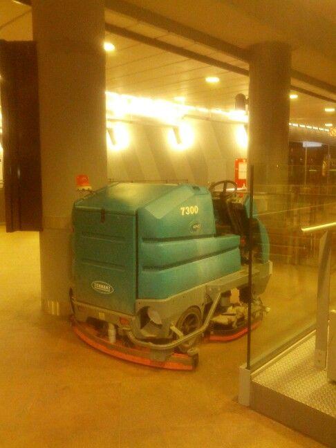 #lavapavimenti #Tennant 7300ecH2O en Estacion Central de Amberes (Belgica)