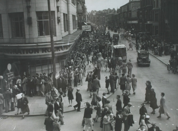 Customers queuing to enter our Bank Hey Street shop in Blackpool whilst sugar rationing was in place in 1947