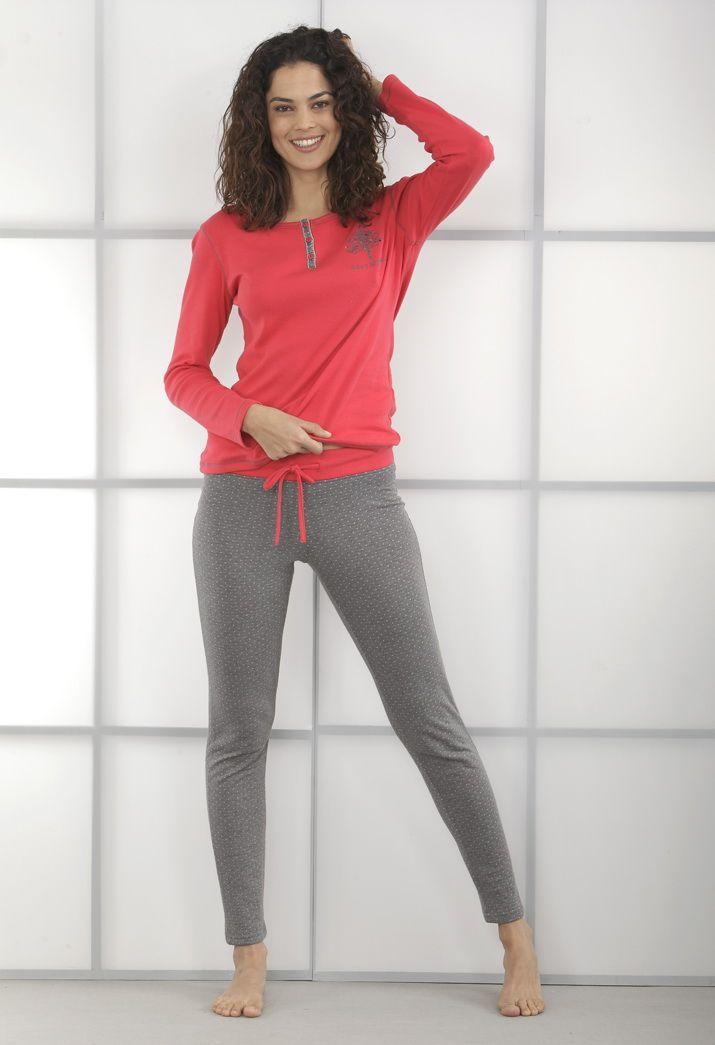"""#Pijama dos piezas. Pantalón largo estrecho estampado """"topitos"""". Camiseta manga larga con cuello redondo, tapeta abotonada y estampado árbol """"happy #Massana""""  #homewear #women"""