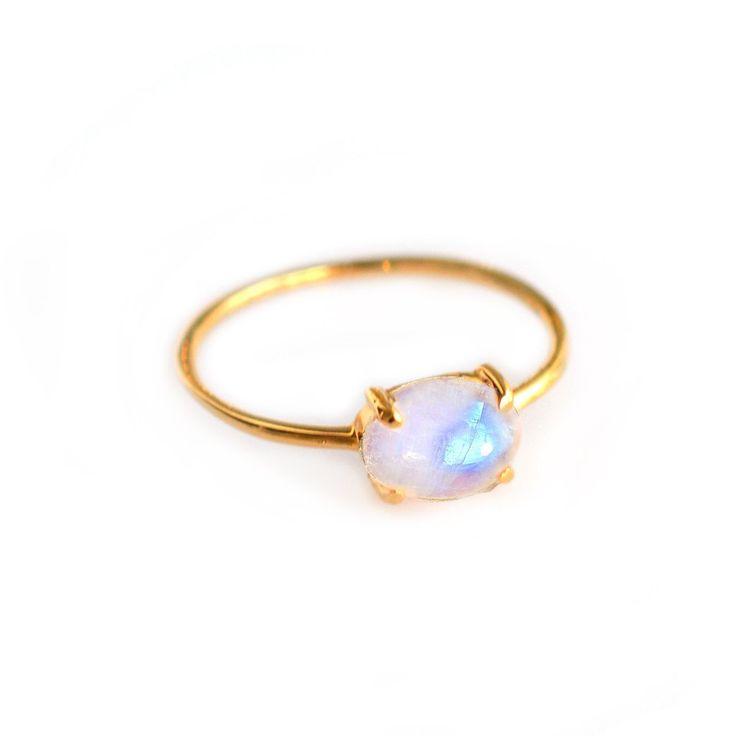 Rainbow Moonstone Solo Claw Ring #moonstone-ring #rainbow-moonstone-ring