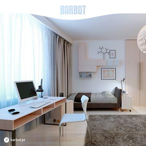 Se colocar a sua secretária junto a uma janela, a luz natural vai iluminar o ambiente e criar um local de trabalho mais confortável e convidativo. www.barbot.pt