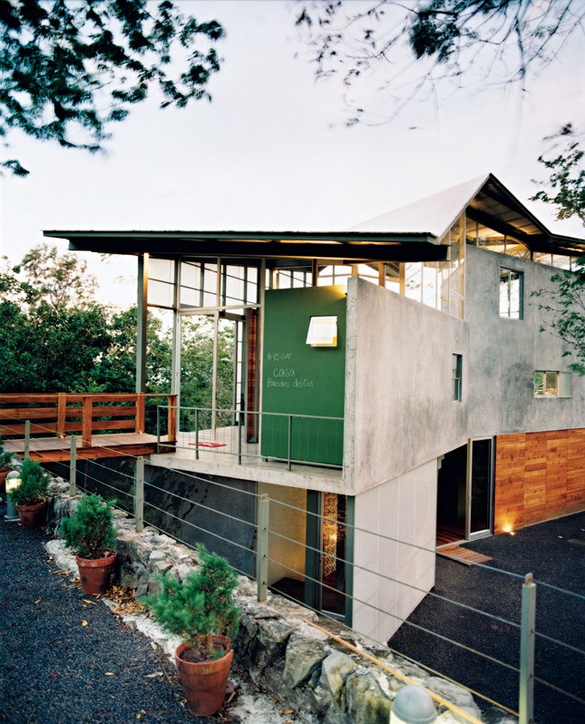 Banks of windows and translucent panels help keep Casa Tuscania nice and airy. Photo by Paco Perez. Read more: http://www.dwell.com/articles/Welcome-to-the-Jungle.html