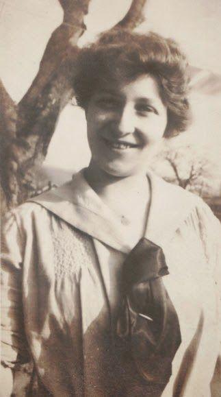 Moments in Time, A Genealogy Blog: Friday's Photo: Elizabeth Frances Giddens