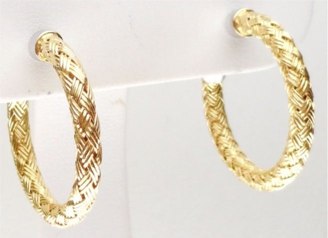 """Charles Garnier knows how to define style. These gorgeous #gold hoops are just screaming """"Signature Look."""""""
