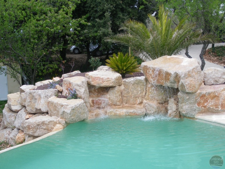 Enrochement de pierres et cascade piscines pinterest for Piscine naturelle cascade