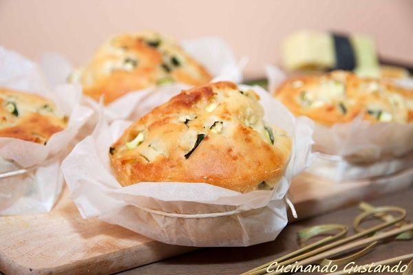 Muffin zucchine salati sono una buona alternativa al pane o alle pizzette e possono essere anche una buona merenda da portare in giro per i nostri bambini.