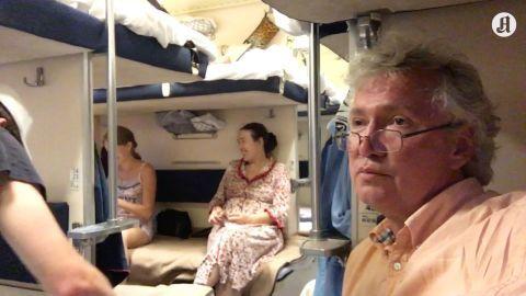 Verdens lengste togreise: - Armer og bein over alt. Tredje klasse er utrolig hyggelig! - Aftenposten