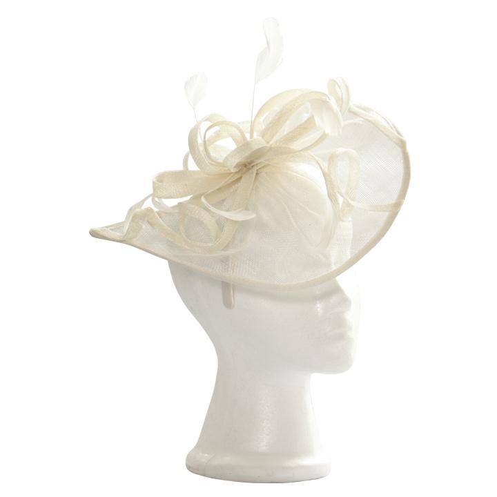 white full head cover fascinator/ Tocado con cobertura total de cabeza en blanco