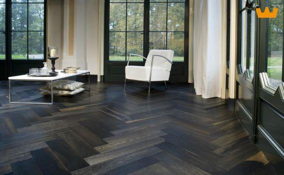 Solidfloor parketvloer in visgraat motief, geeft een warme klassieke uitstraling - www.witzand.nl
