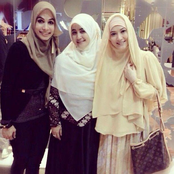 .@lyravirna on Instagram, khimar, hijab, | Renungan Menjelang Dzuhur : PINTU-PINTU MASUKNYA SETAN KE DIRI-DIRI MANUSIA ...