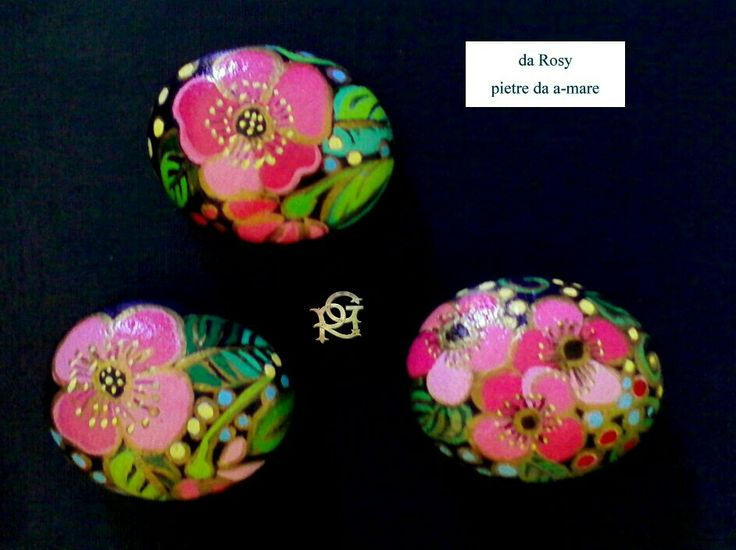 Fantasie floreali -Painted Stones di Rosaria Gagliardi