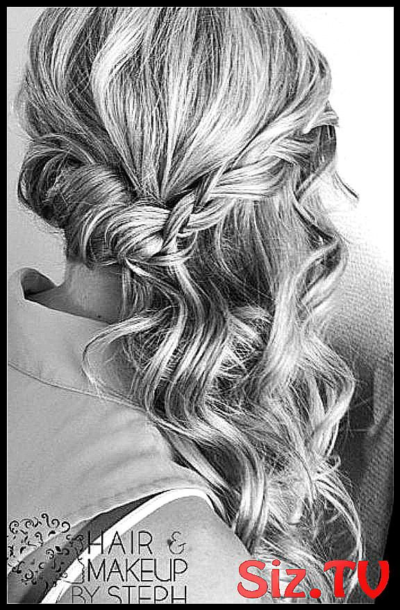 Wedding Hairstyles That Are Half-Up But Fully Beau #Beautiful #curled #fully #hairstyles #HalfUp