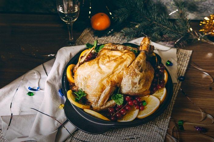 Запеченная курица, фаршированная фруктами - пошаговый рецепт приготовления с фото