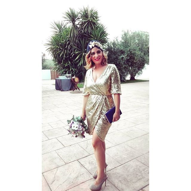 Hagamos de este #lunes un día brillante 🌟🌟🌟 Como Rocío de @tacirupecabodasyfiestas con turbante #toscanaTocados y este traje en dorado, para una boda de tarde-noche. Gracias por la foto, preciosa!! #Buenosdías y #felizsemana #BeToscana #bodas #weddingtime #turbantes #look #ootd #lookinvitada  #lentejuelas #dorado #smile #invitadasboda #invitadas #invitadasconestilo #invitadasfelices #invitadasperfectas #deboda #boda #tocados #temporadabodas #septiembre #summer #fashionwoman #style #trend