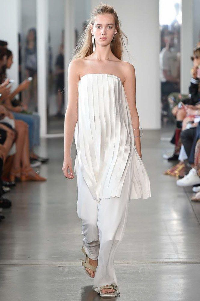 Dion Lee Spring 2017 Ready-to-Wear Fashion Show - Cecilie Moosgaard
