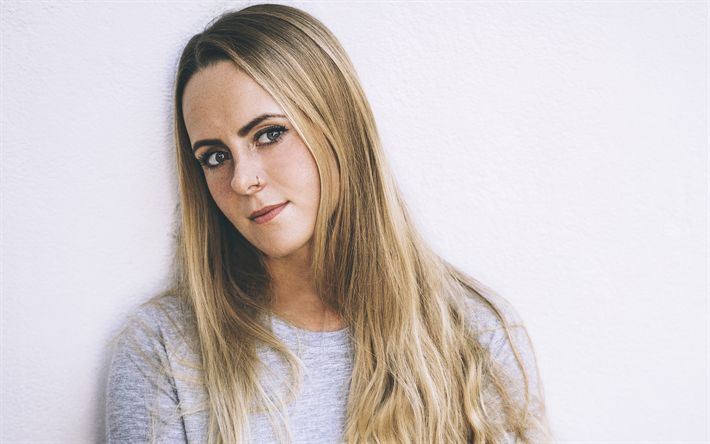 Download wallpapers Alice Merton, 4k, German singer, portrait, blonde, beautiful girl